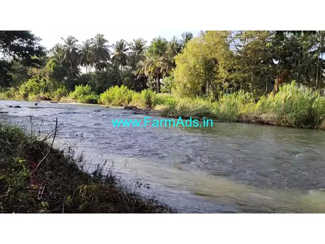 A prime location 32 Gunta river adjacent farm land  is for sale